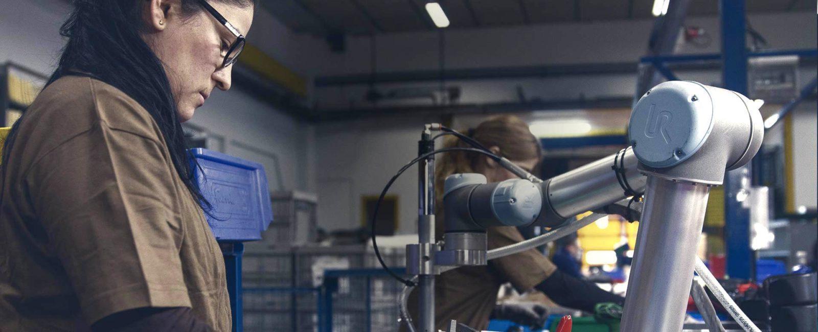 robot atornillador colaborativo cade cobots